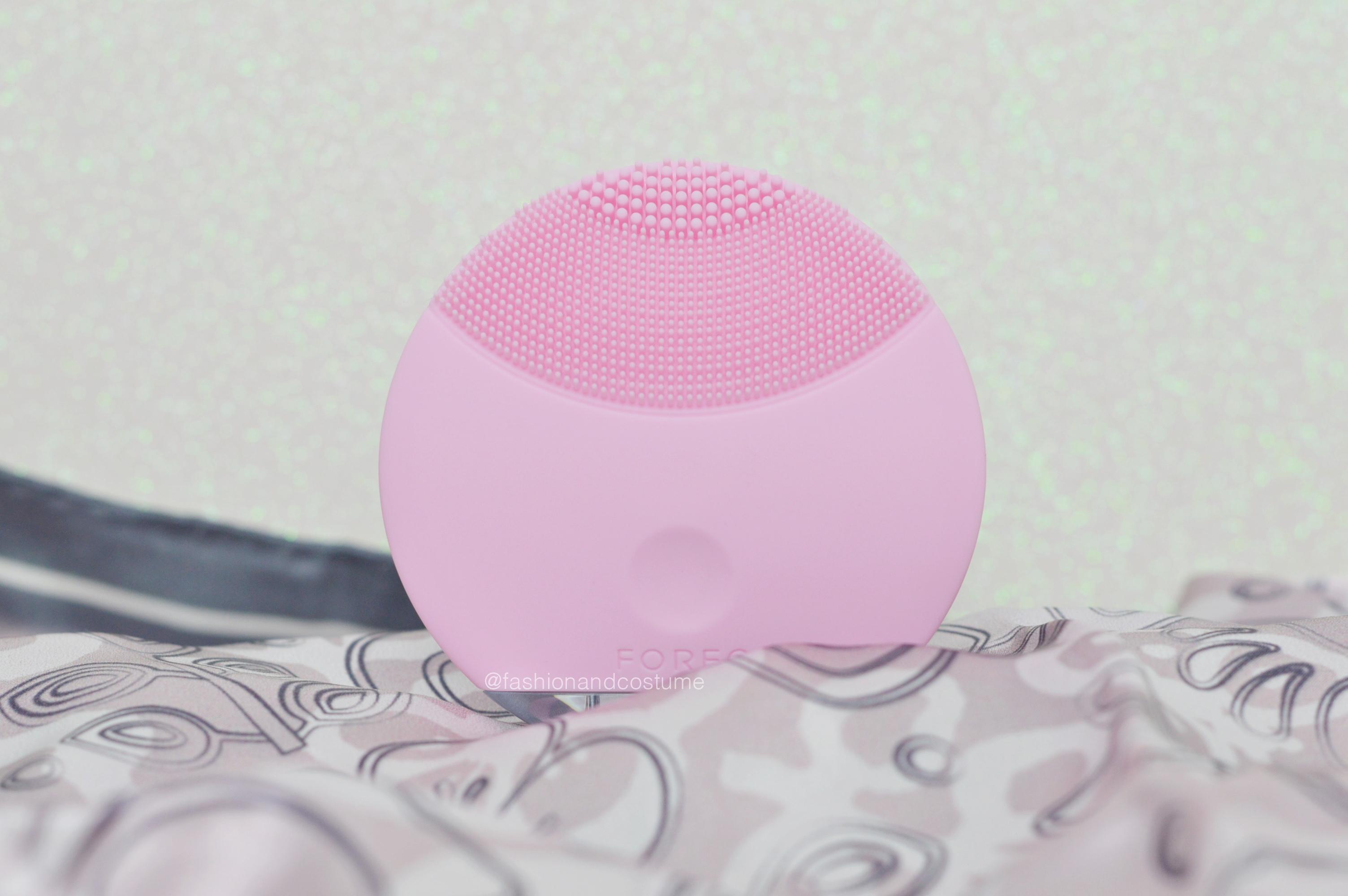Foreo-mini-luna-skincare-spazzolina-viso-silicone-detergere-pelle-vibrazioni-pulizia