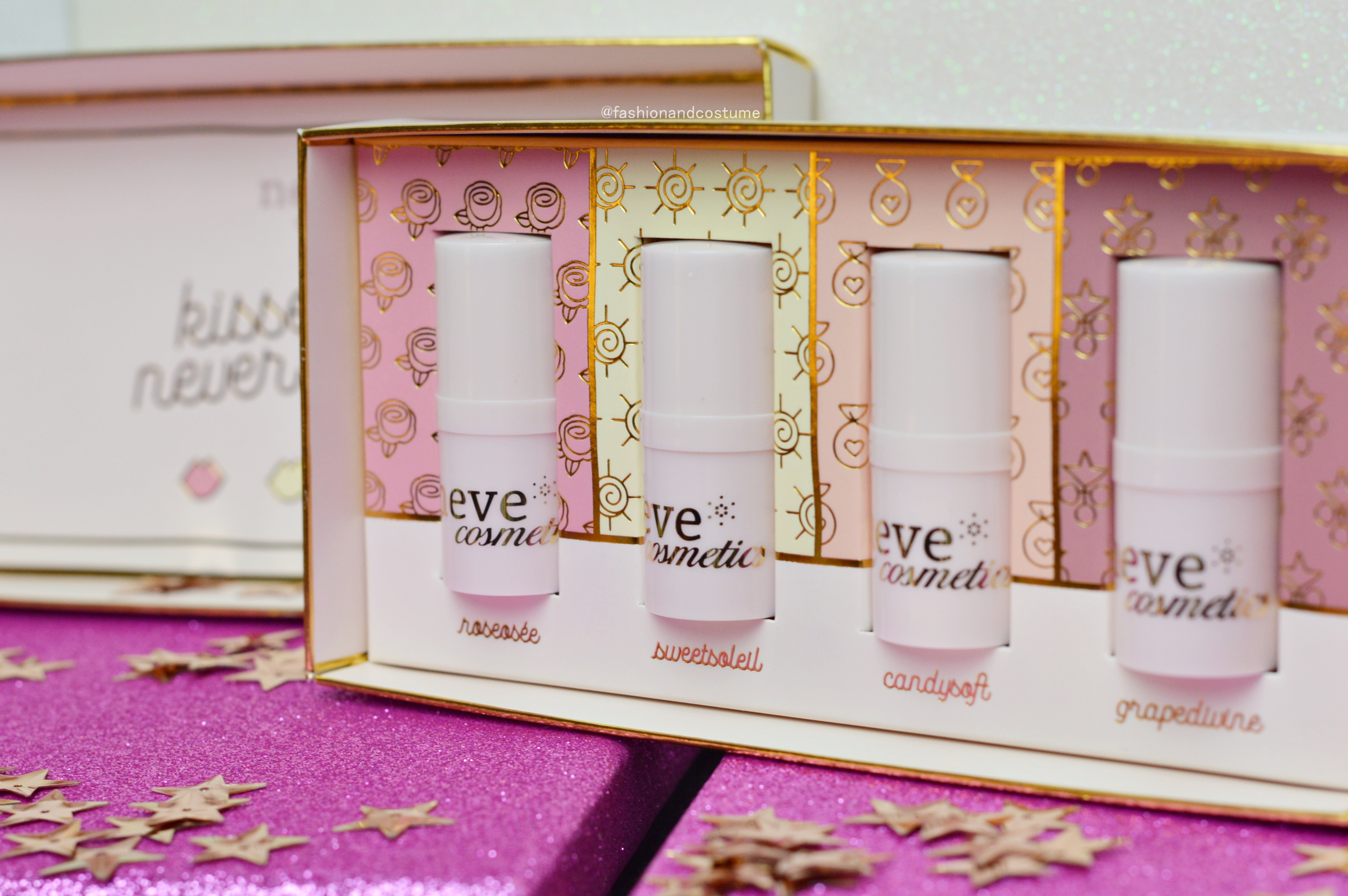 lippini-lipbalm-neve-cosmetics-naturale-labbra-idratate-idratare-roseosée-sweetsoleil-natale-promozione-grapedivine-candysoft-idratazione